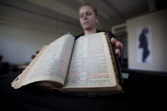 Parduota asmeninė Elvio Preslio Biblija