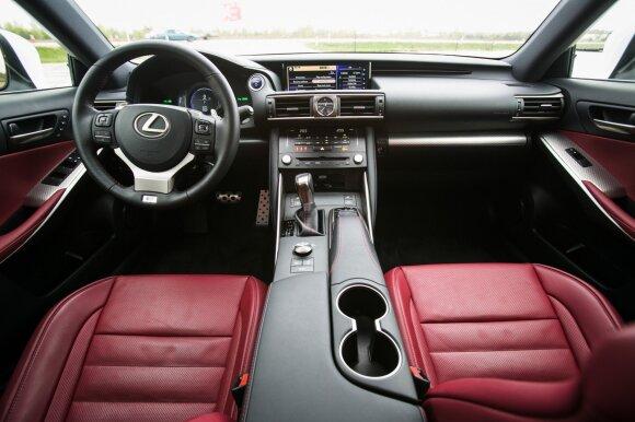 "Modernizuoto ""Lexus IS 300h"" interjeras"