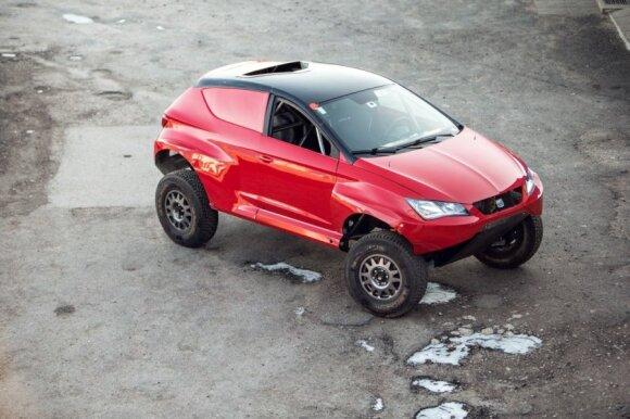 D. Biesevičius konstruoja pirmą lietuvišką Dakaro automobilį (A. Lauciaus nuotr.)