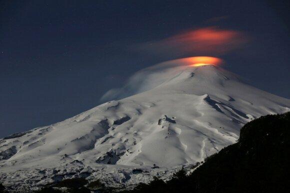 Sulavesio saloje išsiveržė ugnikalnis