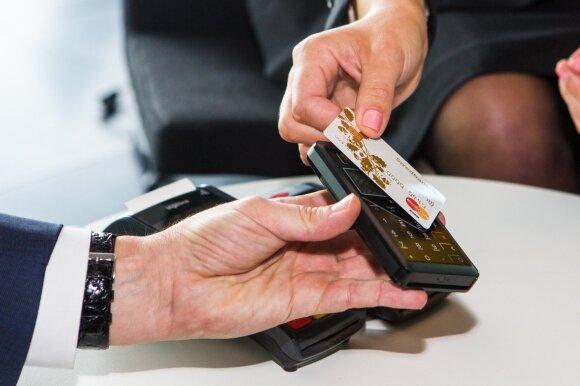 Pats metas mokytis gyventi be grynųjų pinigų: kada ateis diena, kai banknotų niekas nepriims?