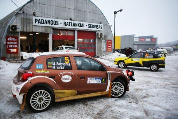 Iš ryto buvo tikrinama, kaip automobiliai parengti žiemos raliui
