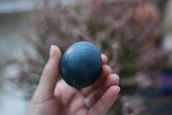Išbandė natūralius kiaušinių dažymo būdus: štai, kas išėjo