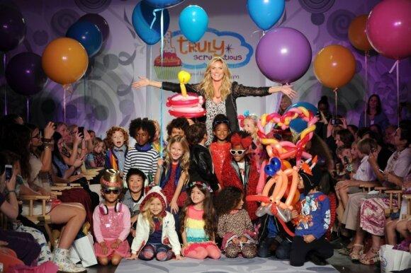 Heidi Klum kartu su mažaisiais modeliais
