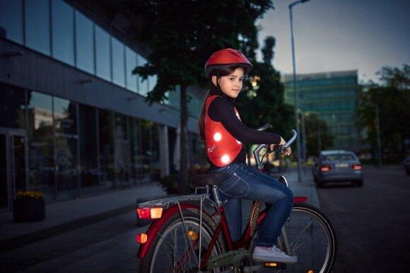 Stilingas dviratininkų liemenes kurianti R. Griguolaitė: vos spėjame suktis