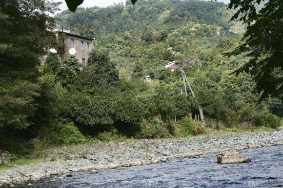 Kalnų upelis labai primena Vilnelę... Teigiama, kad dažnas kalnietis dėl gryno oro, neužteršto maisto sulaukia ir 100 metų