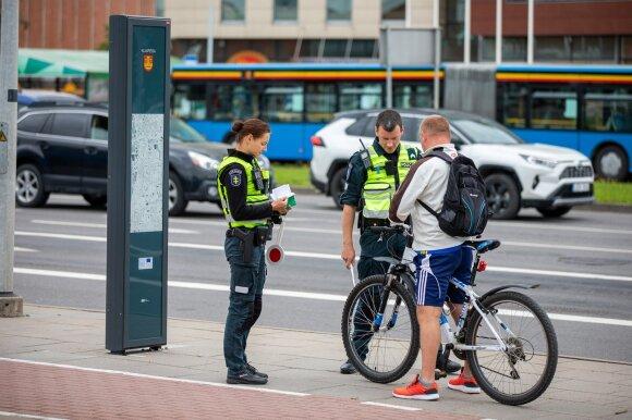 Policija tikrina dviratininkus