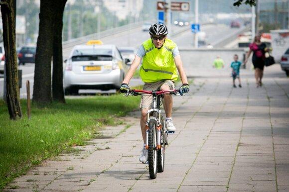 Ant dviračių ir paspirtukų ne tik suaugę, bet ir vaikai: ko turėtų nepamiršti šie eismo dalyviai