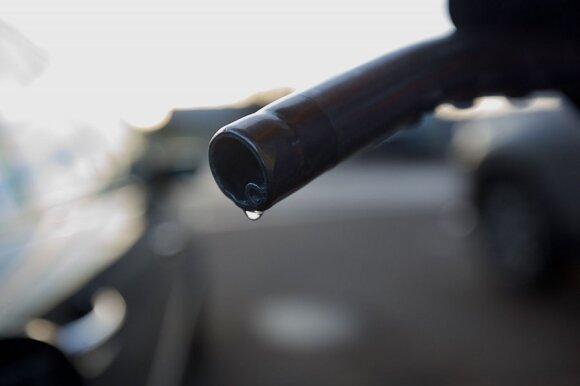 Išbandymų metas vairuotojams: lenktynininkas pataria, kaip nerizikuoti ir išvengti brangaus remonto