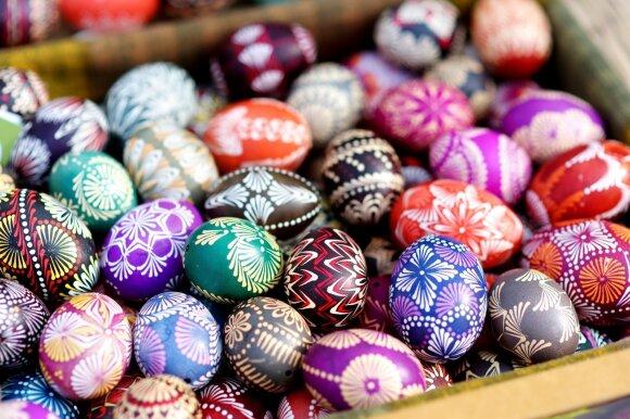Įspėja dėl populiarių kiaušinių dažų: kai kurie priedai siejami net su vėžiniais susirgimais