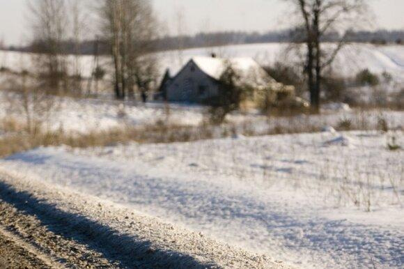 Kaime apsigyvenusi miestietė: pašalpos ir alkoholis čia liejasi laisvai