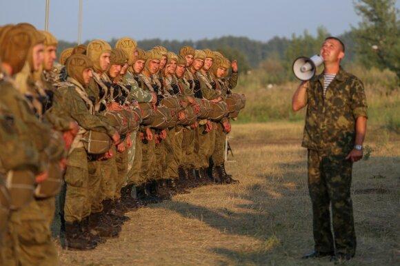 Rusijos kariai pratybų metu per garsiakalbius ragino NATO karius pasiduoti