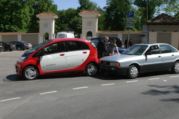 Vilniuje į eismo įvykį pateko elektromobilis