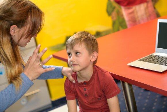 """Savo vaiką bent kartą taip bandėte """"atvesti į protą"""": šie būdai ne tik nepadeda, bet dar ir pablogina situaciją"""
