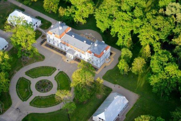 Penki Lietuvos dvarai, kuriuos verta pamatyti rudenį: kitu metų laiku tokio grožio tikrai nerasite