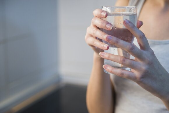 Įspėja geriančius per daug vandens: rizikuojate labiau negu manėte