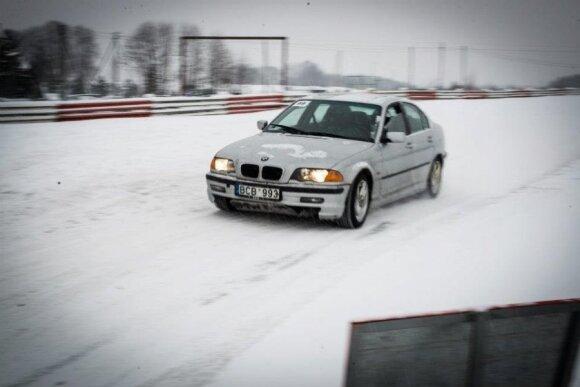 Autosporto sezonas žiemą įgauna kitas spalvas
