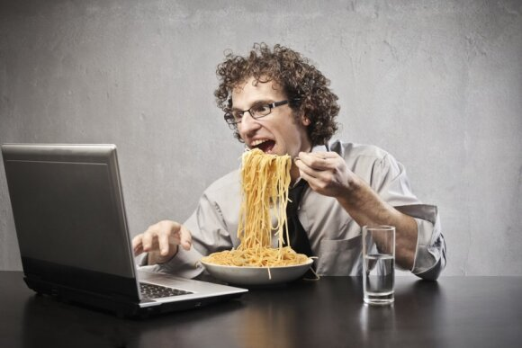 Lietuvių valgymo įpročiai: daro dvi labai gėdingas klaidas