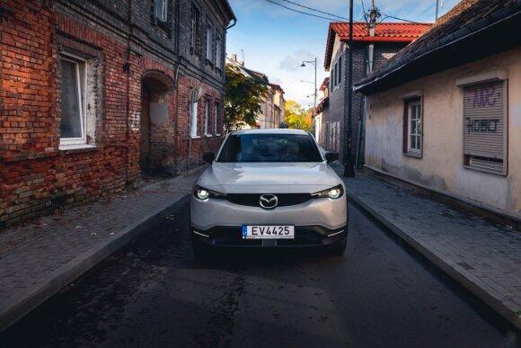 """Didžiausia """"Mazda"""" 2020 m. naujiena – elektromobilis """"MX-30"""" jau atvyko į Lietuvą"""