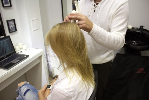 INHAIR ekspertai rekomenduoja: slenkantiems plaukams prižiūrėti – procedūra, kurią nesunkiai atliksite namie