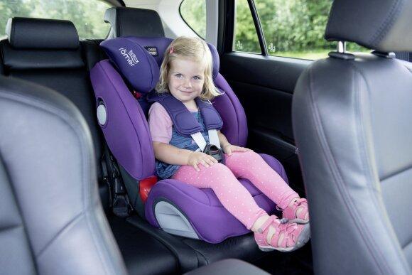 Naujovė pavėžėjų automobiliuose – specialios kėdutės mažyliams