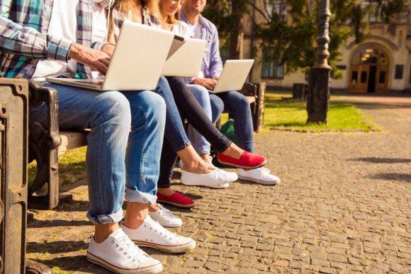 Jei studentai skolinasi mažiau, kodėl jie skolingi daugiau?