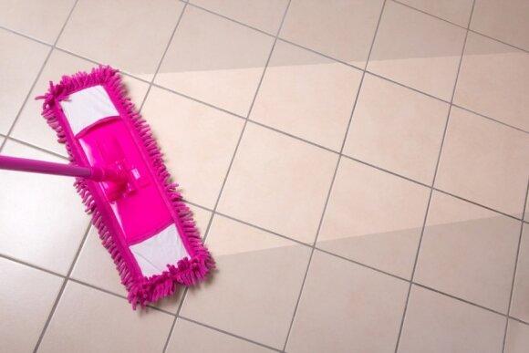 Jeigu nežinosite, kaip valyti savo grindis, jas sugadinsite: kiekviena danga reikalauja kitokios priežiūros