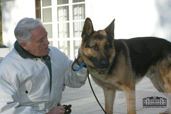 Valdas Adamkus ir jo augintinis Sargis, istorineprezidentura.lt nuotr.