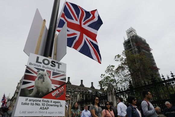 """Dūžta viltys dėl """"Brexit"""" susitarimo: derybos vilkinamos, ES signalizuoja pesimizmą"""