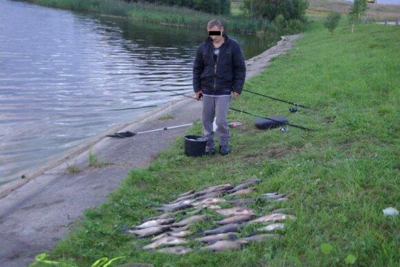 Brakonierius, žvejojęs be leidimo dviem dugninėmis meškerėmis