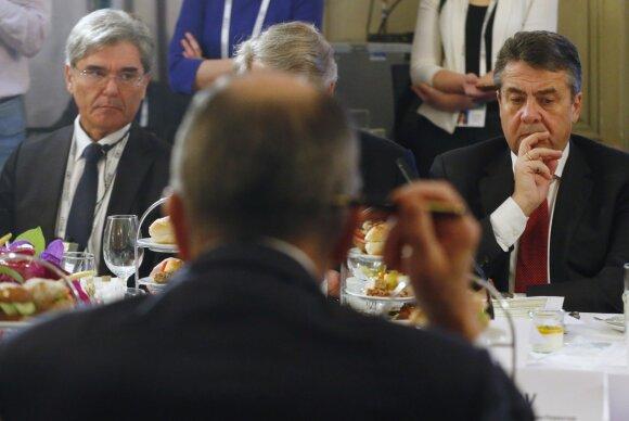 Sigmaras Gabrielis (dešinėje)