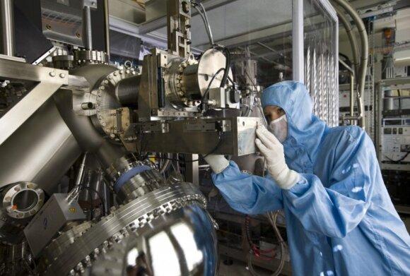 Darbas su skenuojančiu tuneliniu mikroskopu Ciuriche, IBM laboratorijoje