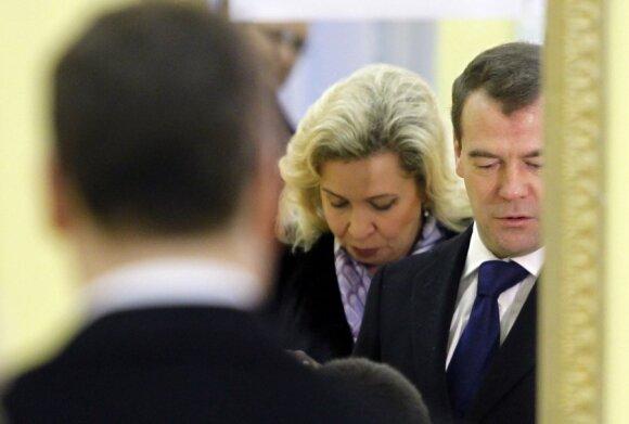 Prezidentas Dmitrijus Medvedevas su žmona Svetlana. Rusijos Dūmos rinkimai 2011 12 04