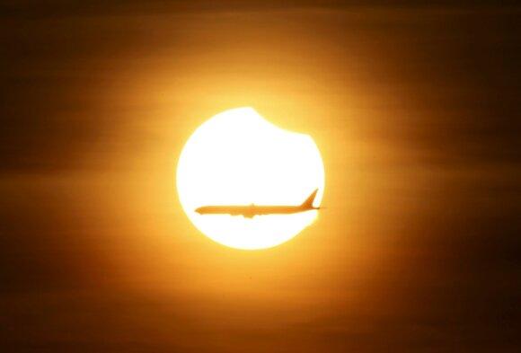 Indonezijoje stebimas visiškas saulės užtemimas