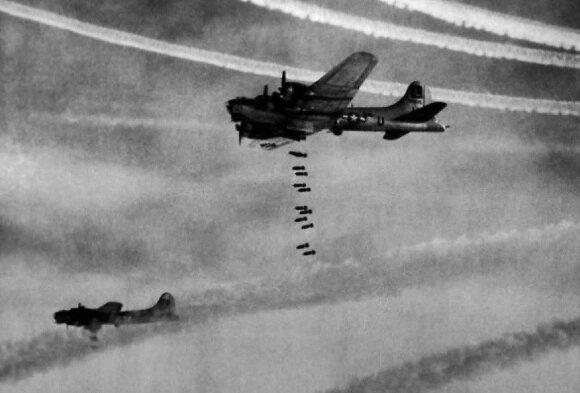 Kiliminiame Hamburgo bombardavime dalyvavo ne tik britų, bet ir amerikiečių aviacija.