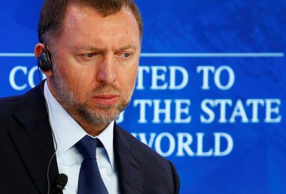 """Trumpo sankcijų kūjis patiria išbandymų: švelnina sankcijas Deripaskos """"Rusal"""""""