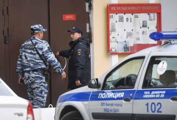 Drakoniškas įstatymas Rusijoje jau pareikalavo aukų: persekiojama už absurdiškas priežastis