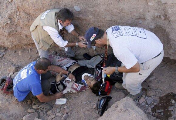 Dakaro ralyje nelaimės gali ištikti ne tik lenktynininkus (nuotraukoje - motociklininkas Gilbertas Escale)
