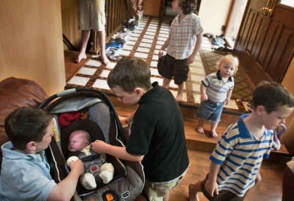 """12 berniukų auginanti šeima svajoja apie mergaitę <sup style=""""color: #ff0000;"""">FOTO</sup>"""