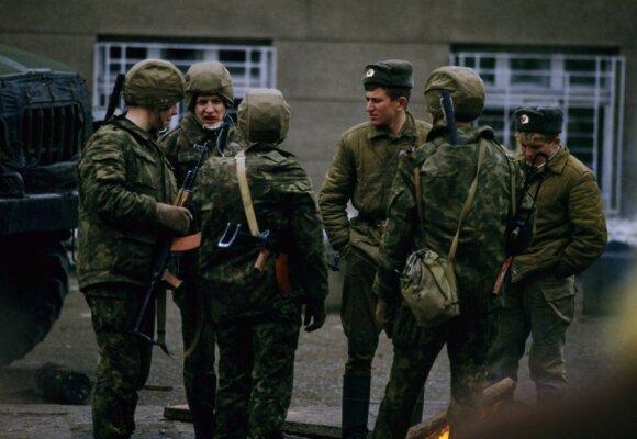 1991 sausio įvykiai - sovietų kariai ir OMON prie Radijo ir Televizijos pastato