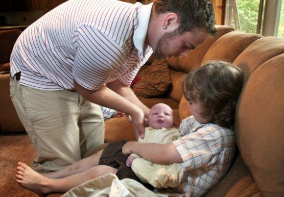 """12 berniukų auginanti šeima vėl laukiasi: bus mergaitė? <sup style=""""color: #ff0000;"""">FOTO</sup>"""