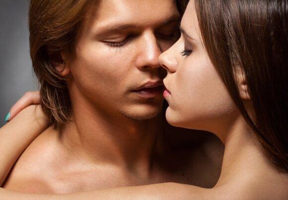 """Kodėl po sekso """"jis"""" užmiega: sklaidome nepagrįstus mitus apie orgazmą"""
