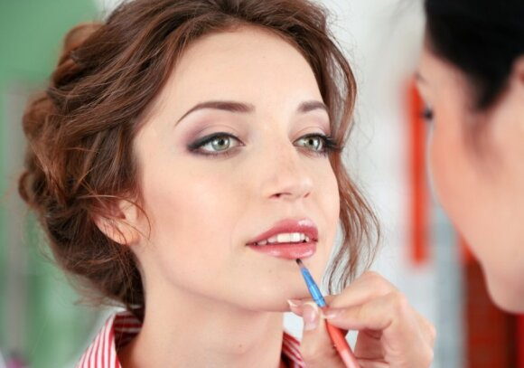 Kad dantys būtų baltesni: 5 greiti makiažo triukai