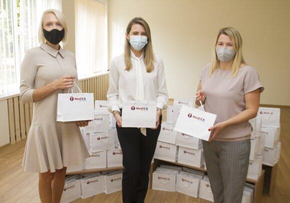 """""""MediCA klinika"""" regiono vadovė Rita Kučinskaitė, marketingo ir pardavimų vadovė Ernesta Juodviršienė ir lopšelio-darželio """"Šnekutis"""" direktorė Jovita Gritėnienė"""