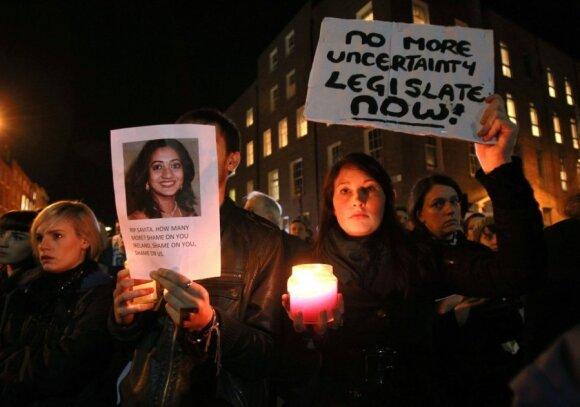 Protestai dėl moters mirties Airijoje neatlikus laiku aborto