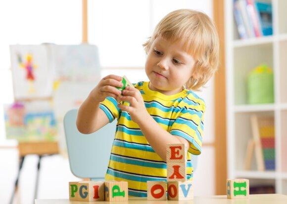 Šiuolaikiniai tėvai skuba išnaudoti ypatingąjį laiką: šiuo metu vaikai bet kurią užsienio kalbą išmoksta itin greitai