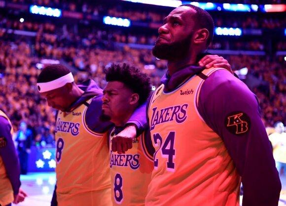 """Jautrus vakaras Los Andžele – LeBrono kalba iš širdies, ašarų jūra ir pirmosios """"Lakers"""" rungtynės po Bryantų žūties"""