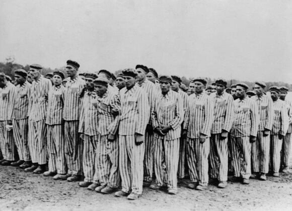 """""""Šindlerio sąraše"""" pasakojama apie žydus gelbėjusį O. Šindlerį."""