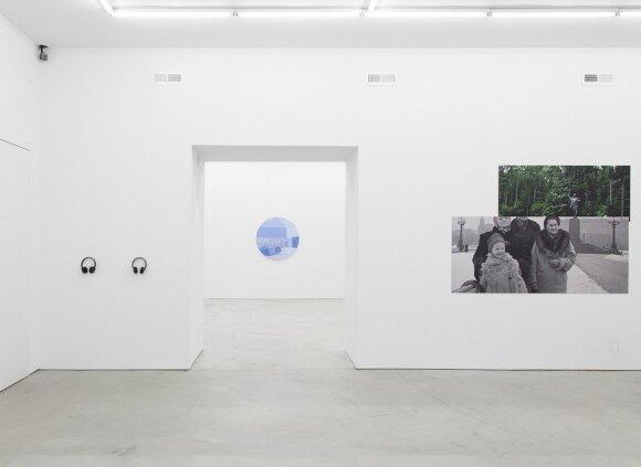 """Indrės Šerpytytės instaliacija parodoje """"To_Bridges_"""""""