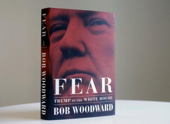 """Aiškėja daugiau skandalingų teiginių Bobo Woodwarto knygoje: neišleista """"Twitter"""" žinutė galėjo įplieksti kruviną konfliktą"""